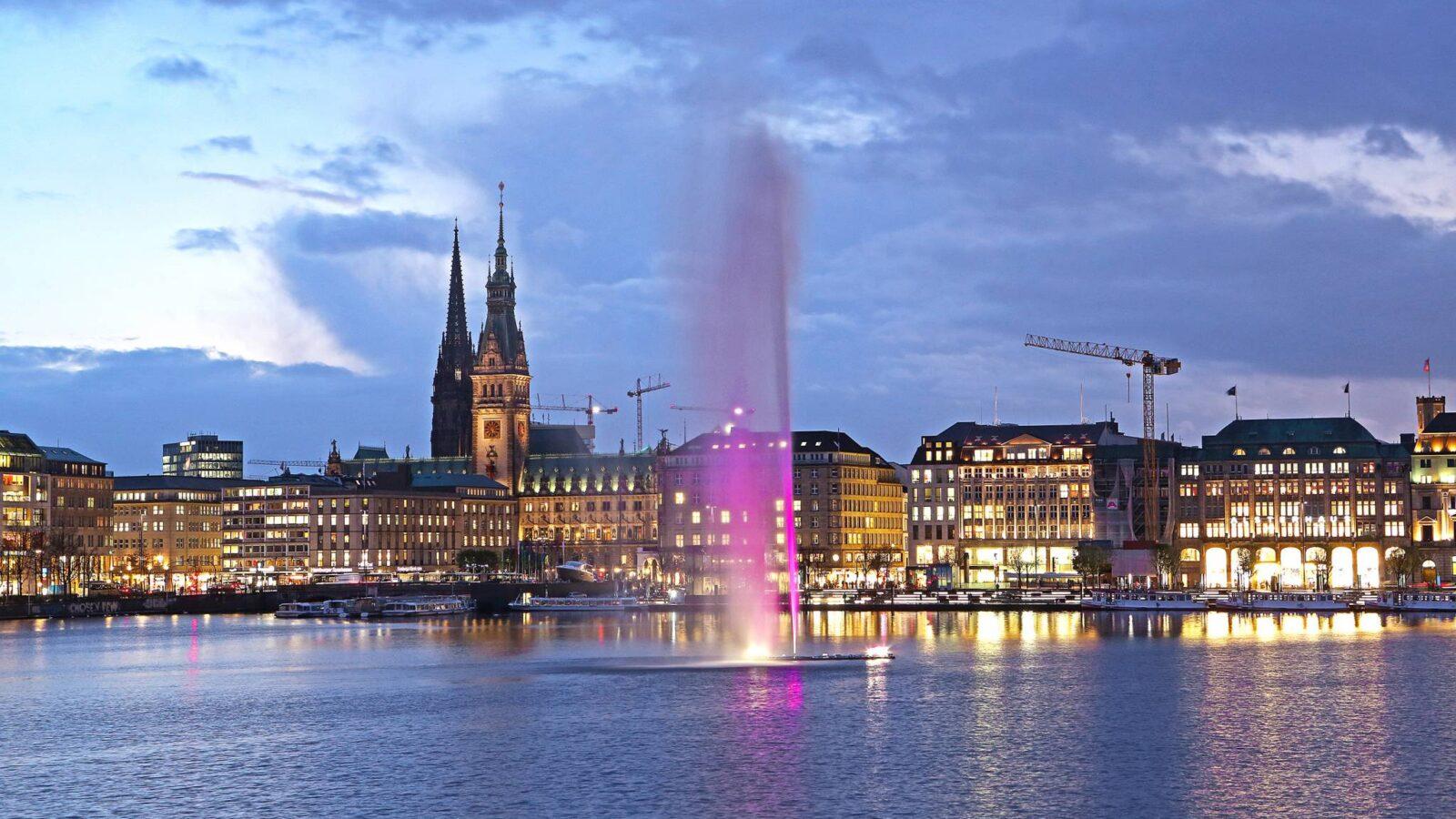 HAMBURG WIRD PINK: Alsterfontäne leuchtet für mehr Bewusstsein für Brustkrebs!