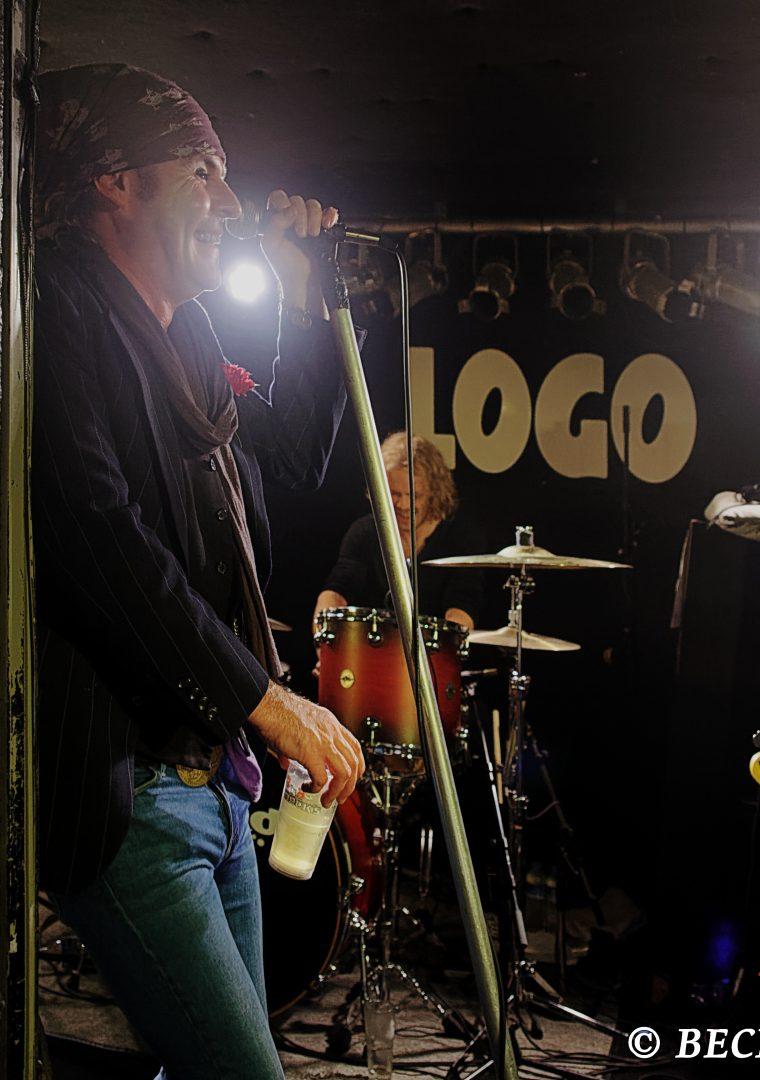 "THE QUIREBOYS` JONATHAN ""SPIKE"" GRAY ON STAGE AT LOGO MUSIC CLUB, HAMBURG."
