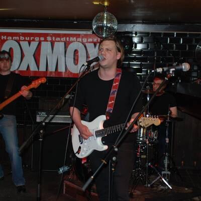 DSC 1490 400x400 - OXMOX PRESENTS: EXKL. FOTOS DER 32. HAMBURG-BANDCONTEST, VIERTELFINALE - Find Hutch! Melodic Punk aus Hamburg