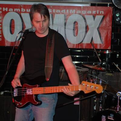 DSC 1500 400x400 - OXMOX PRESENTS: EXKL. FOTOS DER 32. HAMBURG-BANDCONTEST, VIERTELFINALE - Find Hutch! Melodic Punk aus Hamburg