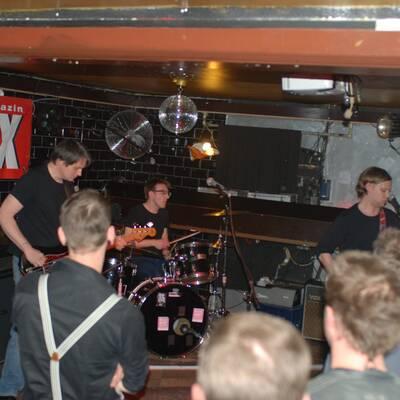 DSC 1503 400x400 - OXMOX PRESENTS: EXKL. FOTOS DER 32. HAMBURG-BANDCONTEST, VIERTELFINALE - Find Hutch! Melodic Punk aus Hamburg