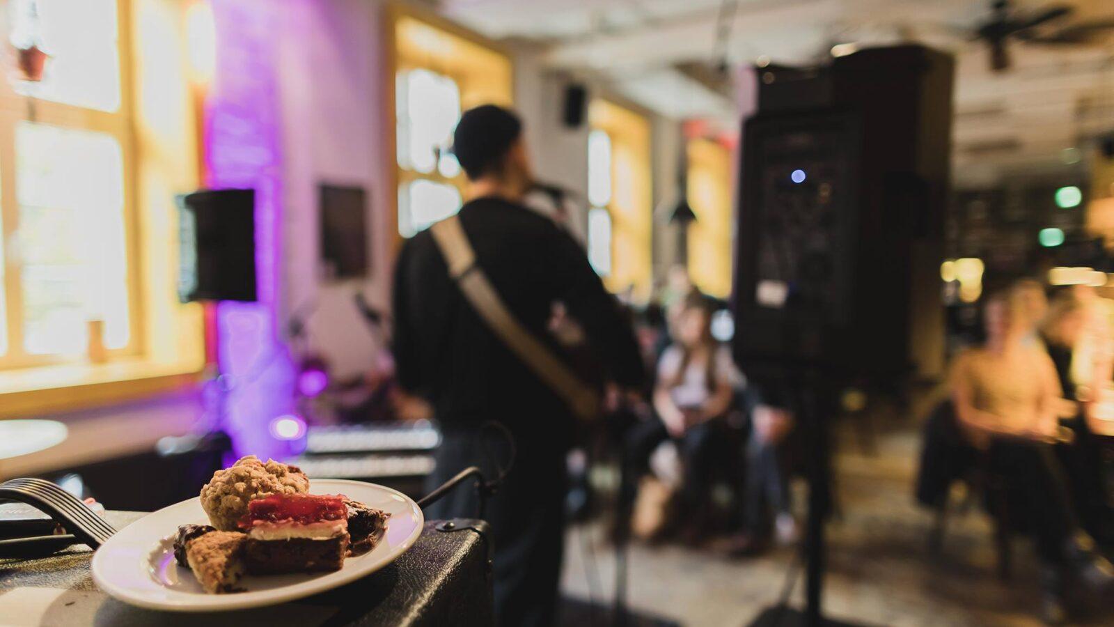Die Superbude vereint Kuchengenuss und Live-Musik