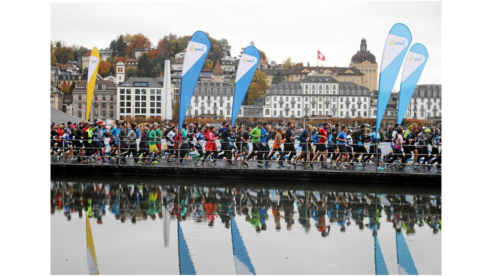 Swiss City Marathon Lucerne: Lauf uebers Wasser beim KKL
