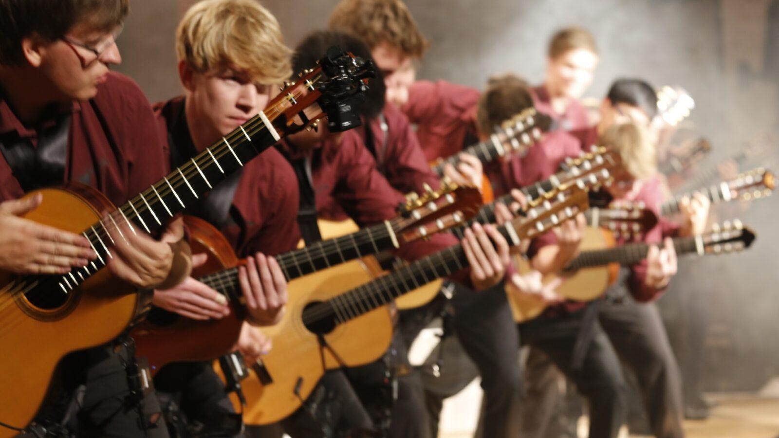 NEWS: Eiffe, Gitarre lernen, Kinderrechts-Woche & Co.