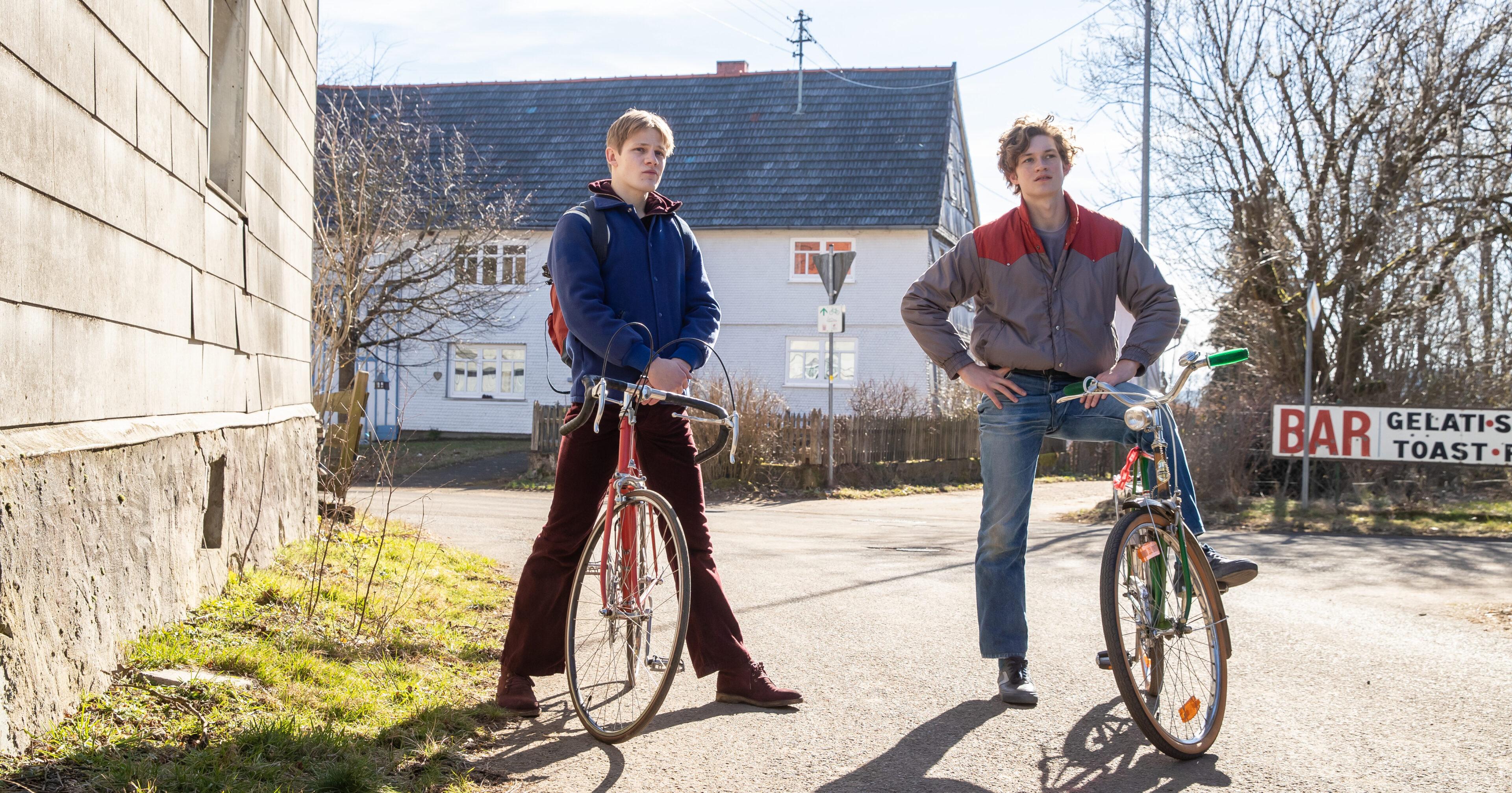 Auerhaus 3 scaled - OXMOX-FILMTIPPS für Dezember (Teil 2)