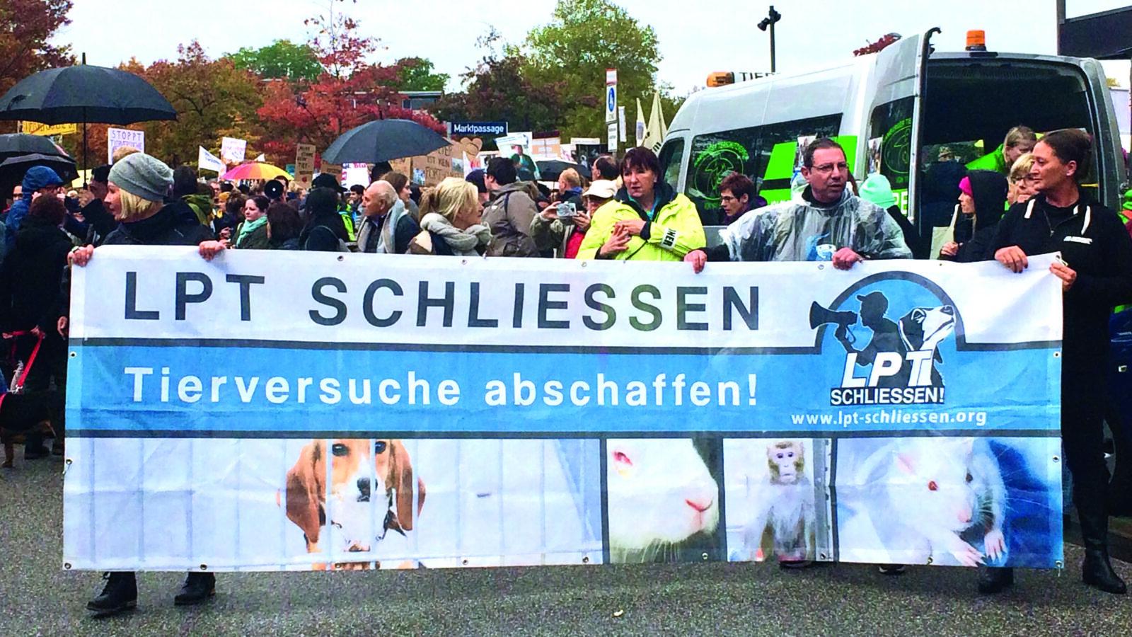 LPT-Demo: Hamburgs bunter Protest für den Tierschutz