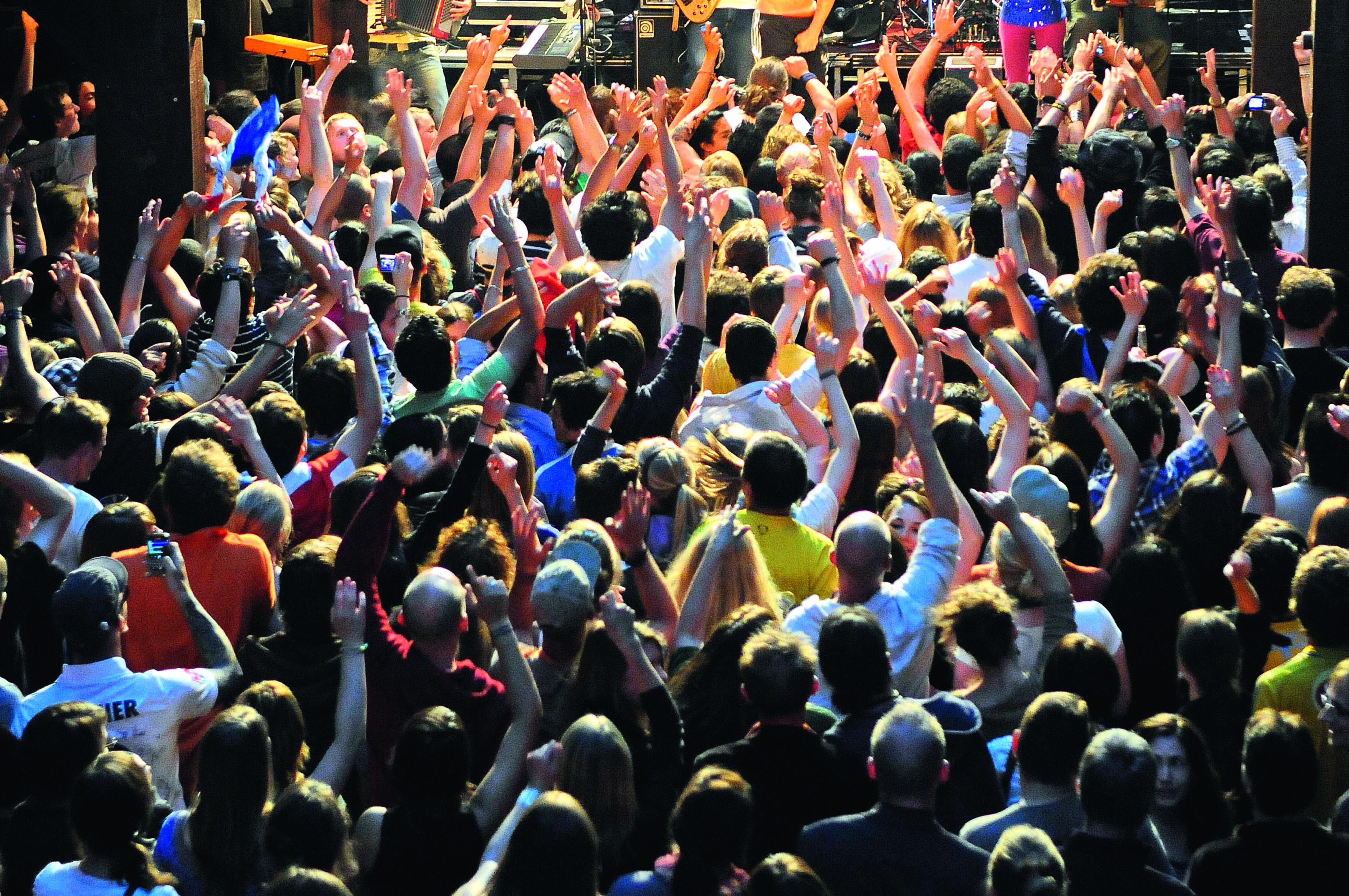 Fabrik Foto Tanzende©Isabel Schiffler scaled - OXMOX verlost Tickets: Die besten Silvester-Partys