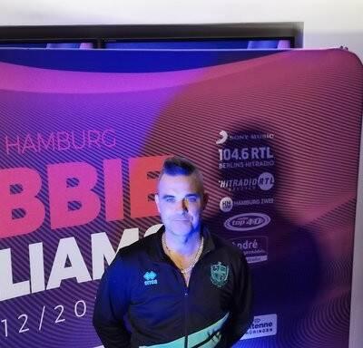 Internet 20191206 113356 28 400x384 - Danke für dieses Xmas Present, Dear Robbie!