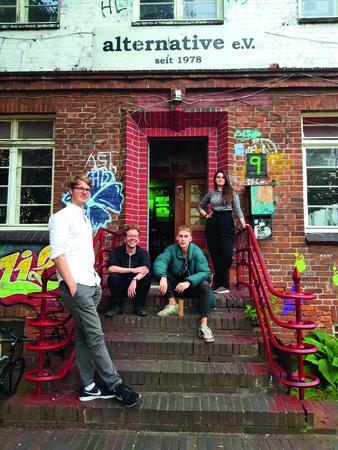 PostBlu  338x450 - HAMBURG-BANDCONTEST: 36 frische neue Bands!