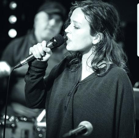 julia karr und collective 455x450 - Beste Neue Bands: HAMBURG-BANDCONTEST