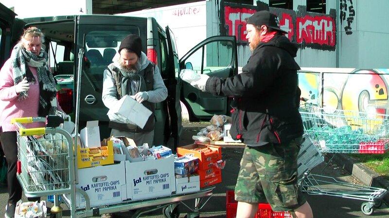 01b CarepaketPlus1zc21 sshot 8 bv2 1920xHQ2 800x450 - Obdachlose in der Krise: Max Bryans heldenhafter Einsatz