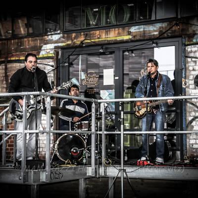 unbenannt 0029 1 400x400 - Livemusik im Autokino im Hamburger Oberhafen