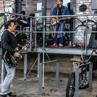 unbenannt 0031 2 400x400 - Livemusik im Autokino im Hamburger Oberhafen