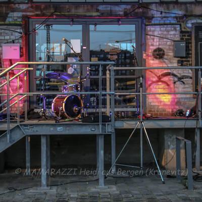 unbenannt 0065 400x400 - Livemusik im Autokino im Hamburger Oberhafen