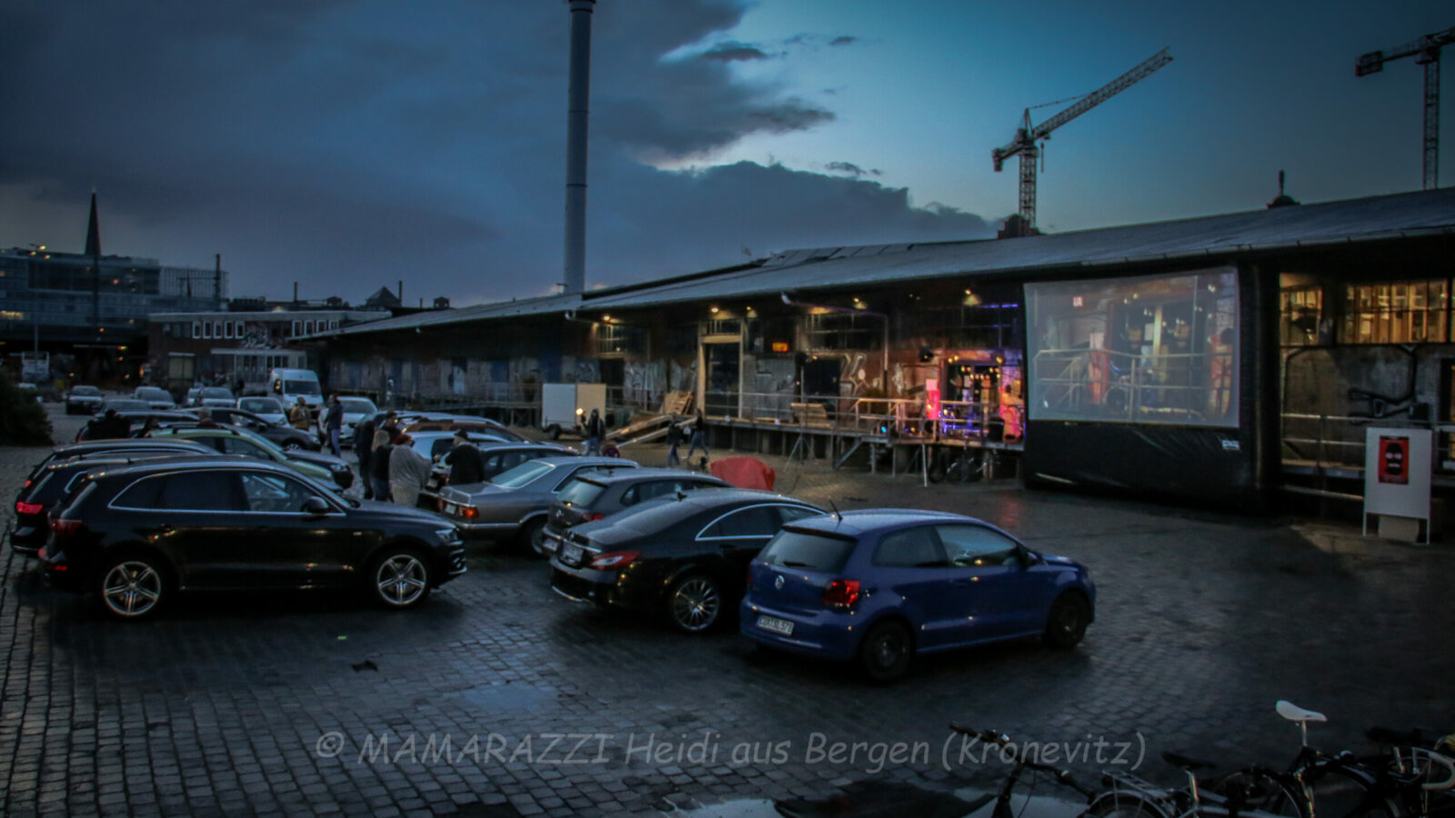 Livemusik im Autokino im Hamburger Oberhafen