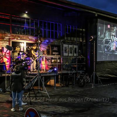 unbenannt 0083 400x400 - Livemusik im Autokino im Hamburger Oberhafen