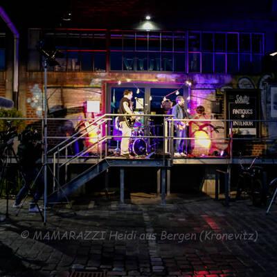 unbenannt 0087 400x400 - Livemusik im Autokino im Hamburger Oberhafen