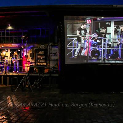 unbenannt 0095 400x400 - Livemusik im Autokino im Hamburger Oberhafen