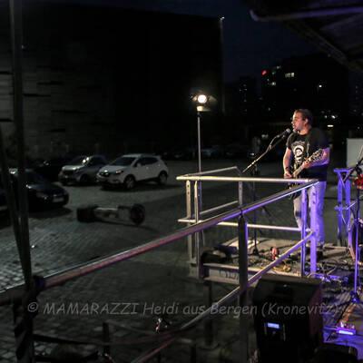 unbenannt 0115 400x400 - Livemusik im Autokino im Hamburger Oberhafen