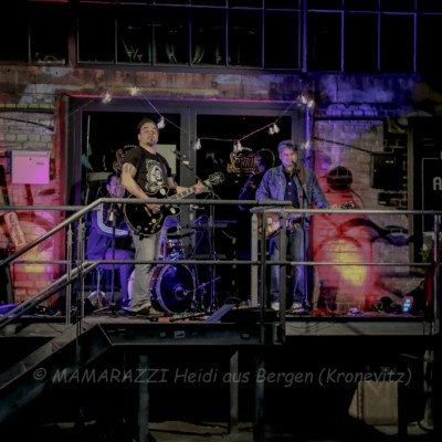 unbenannt 0134 400x400 - Livemusik im Autokino im Hamburger Oberhafen