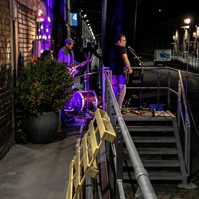 unbenannt 0182 400x400 - Livemusik im Autokino im Hamburger Oberhafen