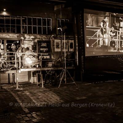unbenannt 0196 400x400 - Livemusik im Autokino im Hamburger Oberhafen