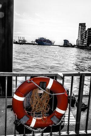 unbenannt 0199 300x450 - Der Hafen von Hamburg am Vatertag