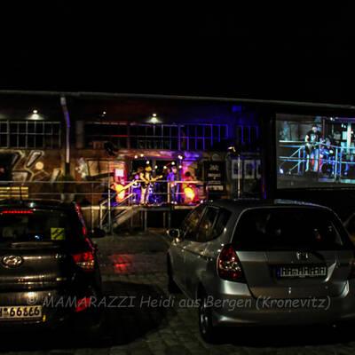 unbenannt 0204 400x400 - Livemusik im Autokino im Hamburger Oberhafen