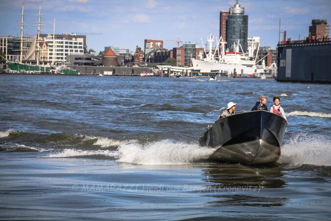 unbenannt 0211 675x450 - Der Hafen von Hamburg am Vatertag