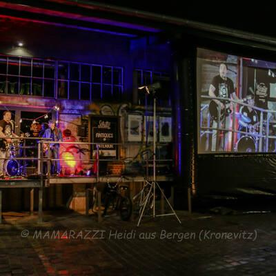 unbenannt 0233 400x400 - Livemusik im Autokino im Hamburger Oberhafen