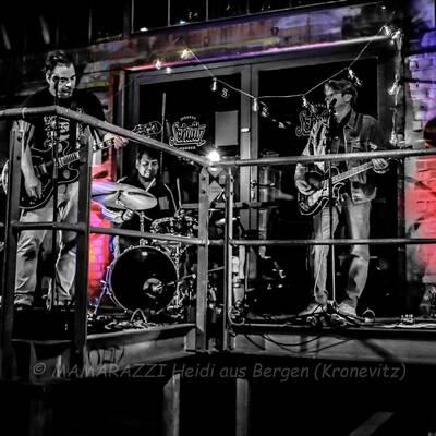 unbenannt 0238 400x400 - Livemusik im Autokino im Hamburger Oberhafen