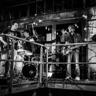 unbenannt 0240 400x400 - Livemusik im Autokino im Hamburger Oberhafen