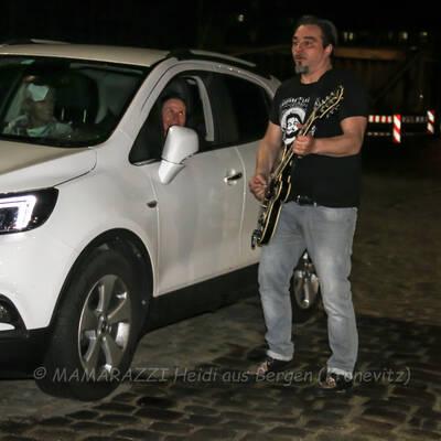 unbenannt 0244 400x400 - Livemusik im Autokino im Hamburger Oberhafen
