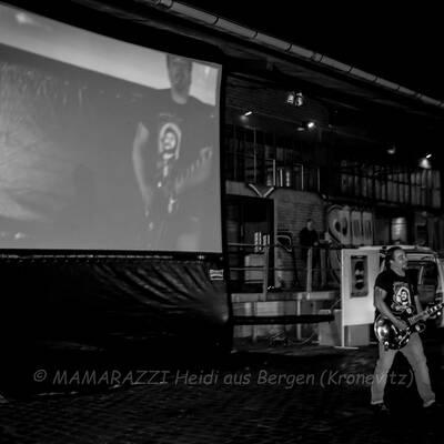 unbenannt 0250 400x400 - Livemusik im Autokino im Hamburger Oberhafen