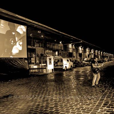 unbenannt 0252 400x400 - Livemusik im Autokino im Hamburger Oberhafen