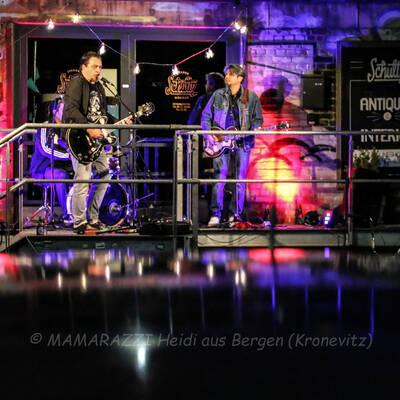 unbenannt 0282 400x400 - Livemusik im Autokino im Hamburger Oberhafen