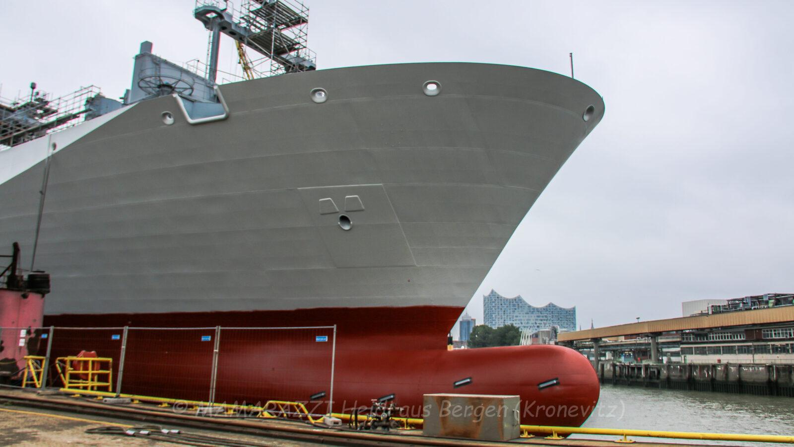 Der Hafen von Hamburg mit ohne Sonnenschein