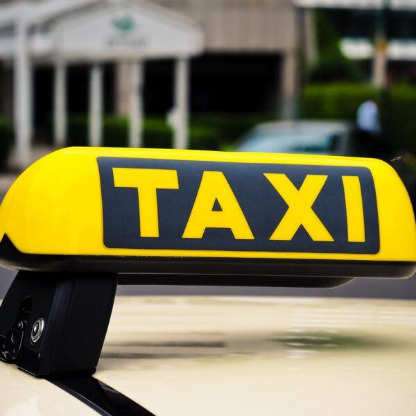 taxi-3504010_1920