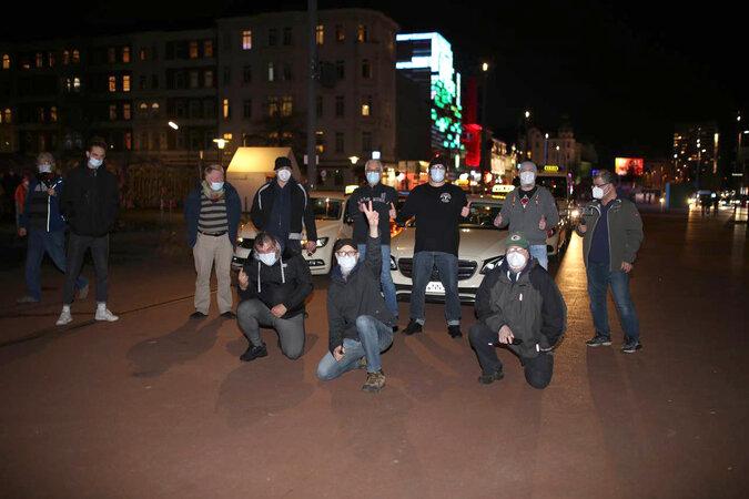 team 675x450 - Rollende Solidarität: Taxi-Fahrer unterstützen Kiez-Kultur