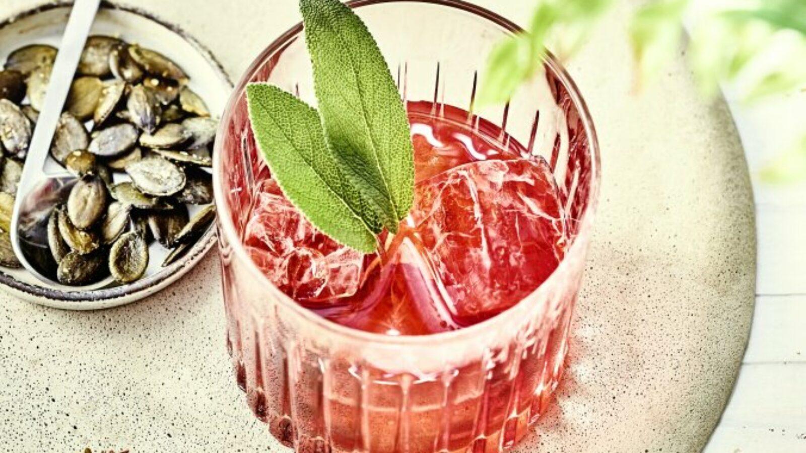 Diese Drinks schmecken nach Sommer! Frisch, spritzig-würzig und fruchtig dürfen sie sein. Diese Drinks haben das besondere Etwas!
