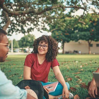 studenten auf der wiese Kopie